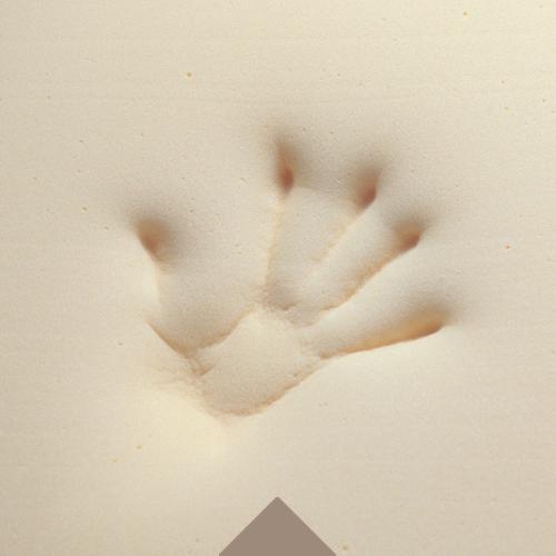 Odcisk ręki na materiale TEMPUR